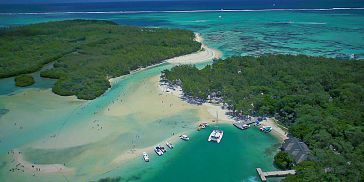 Luxury catamaran cruise ile aux cerfs (7)