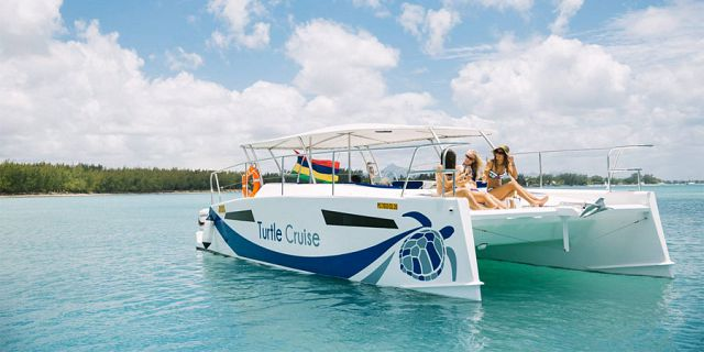 Half day private catamaran cruise balaclava (1)