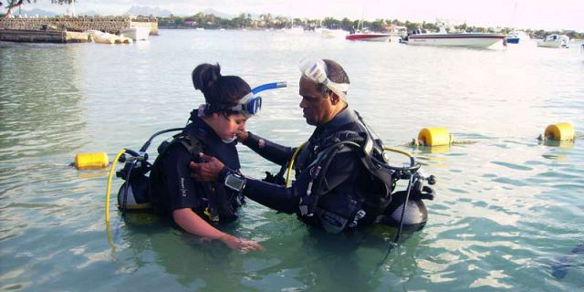 PADI Discovery Initiation diving in mauritius (6)