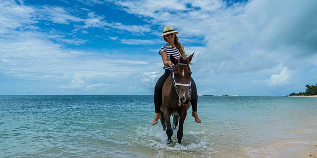 secluded horse riding on the riambel beach (11)