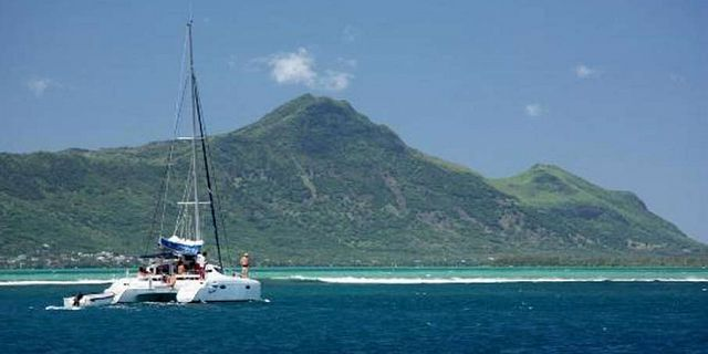 Catamaran west coast dolphins cruise mauritius (7a) (3)