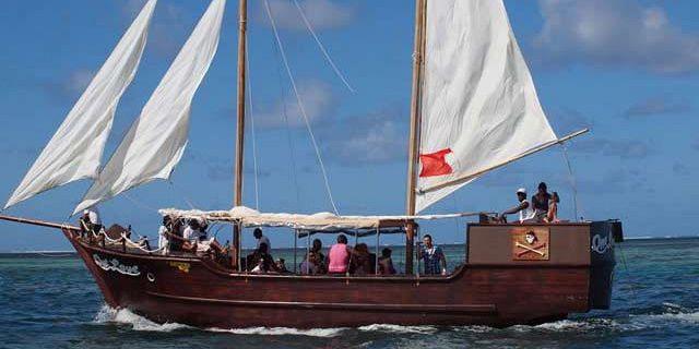 Croisiere en bateau pirate vers l ile aux cerfs vacances - Voile bateau pirate ...