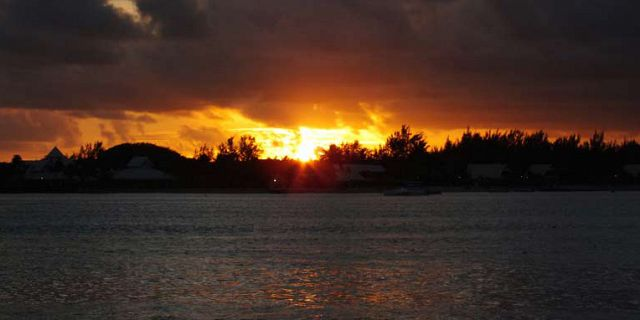 Catamaran sunset cruise in mauritius (3)