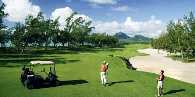 Ile aux cerfs golf package