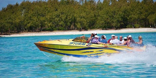 Private speed boat east coast cerfs blue (3)