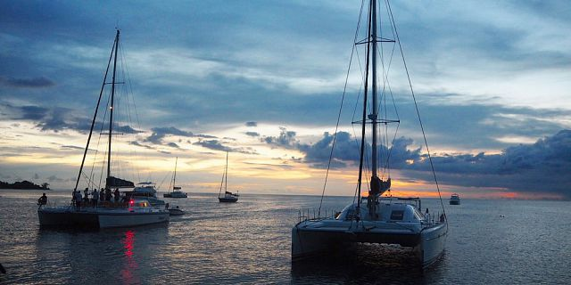 Private catamaran 2 hours sunset cruise west coast (2)