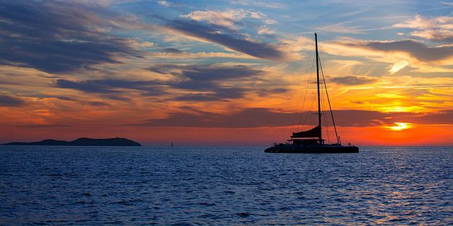 Overnight catamaran sunsetdinner cruise (2)