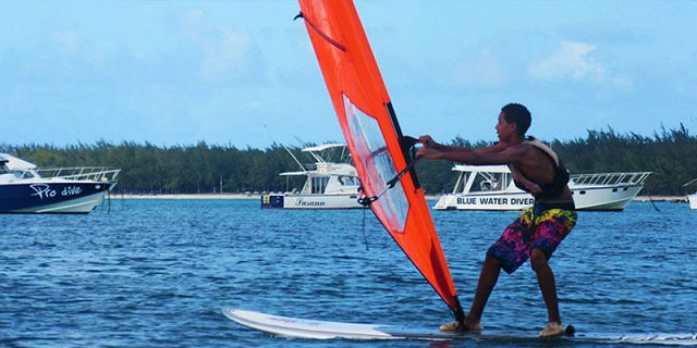 Windsurfing beginners lesson at mont choisy (4)