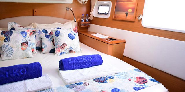Private overnight luxury catamaran cruise (11)