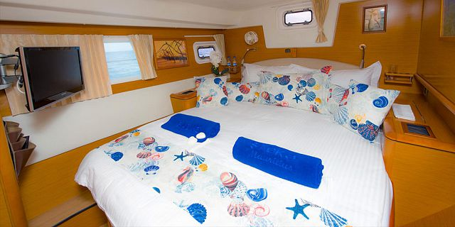 Private overnight luxury catamaran cruise (13)