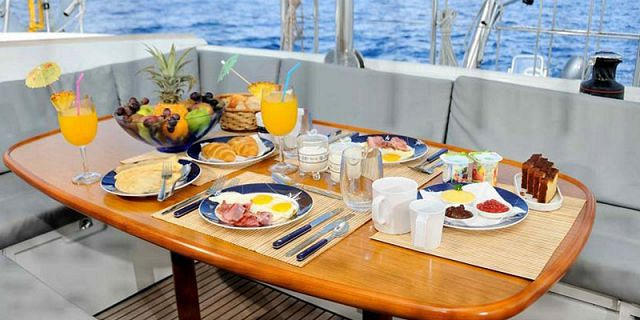 Private overnight luxury catamaran cruise (3)
