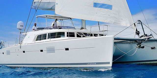 Private overnight luxury catamaran cruise (5)