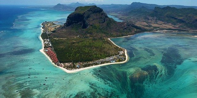 Mauritius underwater waterfall helicopter tour exclusive (3)